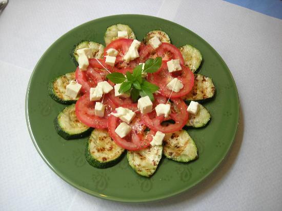 Galgala Vegetariano : ensalada de calabacín, tomate y queso feta