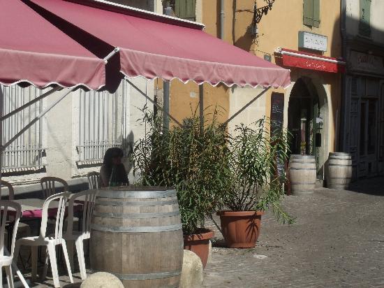 Chez Toi, Chez Moi: outside seating area