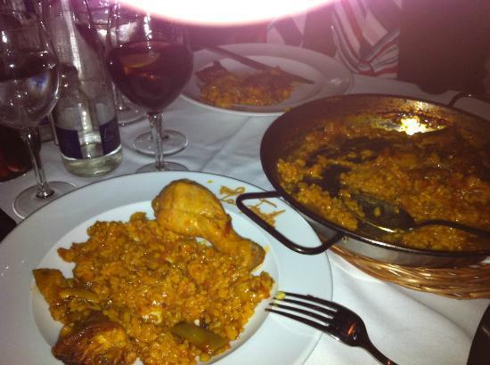 La Fonda: Paella valenciana (chicken and rabbit)