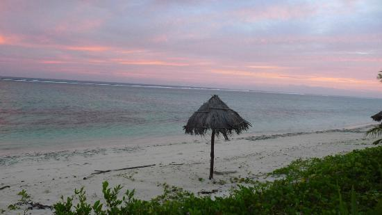 Namuka Bay Lagoon Resort: beach