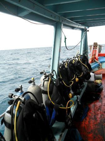 Ko Tao Diving Tour - Buddha View Dive Resort: Buddha View's boat and equipment
