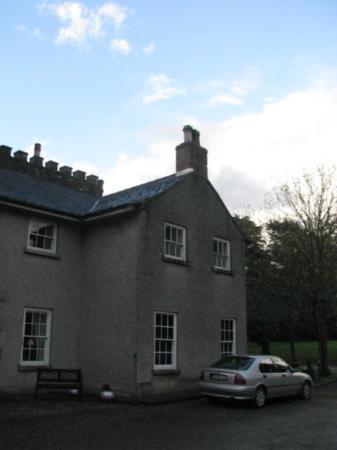 Smarmore Castle: outside