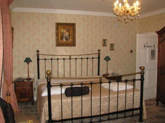 Smarmore Castle: room