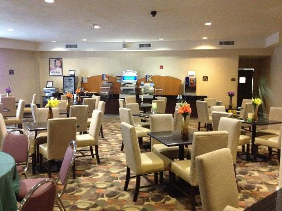 Holiday Inn Express Albany - Downtown: breakfast room (there is no restaurant in the hotel)