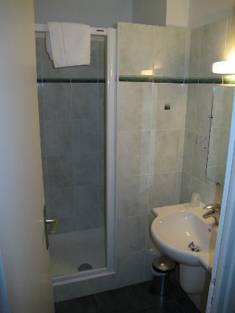 Hotel La Capelle : bathroom