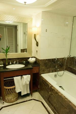Jin Jiang Hotel: Bathroom of room 469