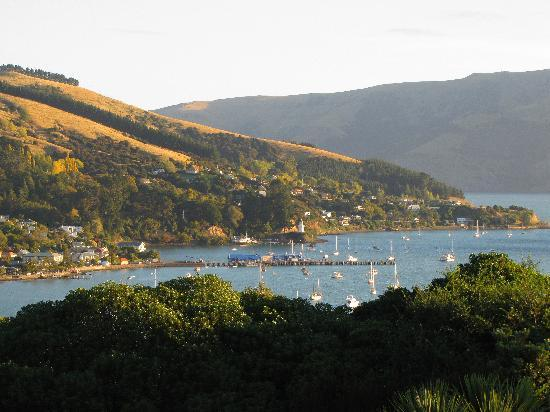 Akaroa TOP 10 Holiday Park: Akaroa late in the day