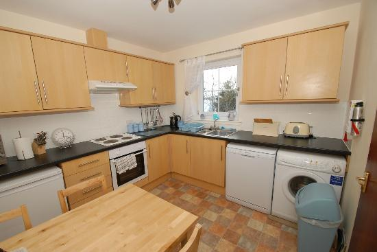 Skye Holiday Apartments : Dining Kitchen
