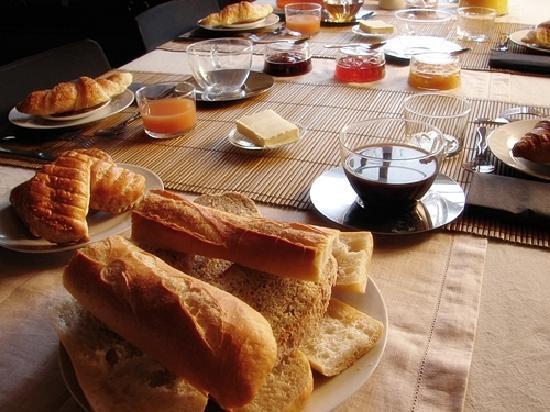 Bus-Saint-Remy, Франция: petit dejeuner