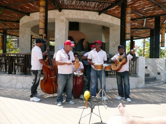 Villa del Palmar Cancun Beach Resort & Spa: Band that you will get to know during your stay