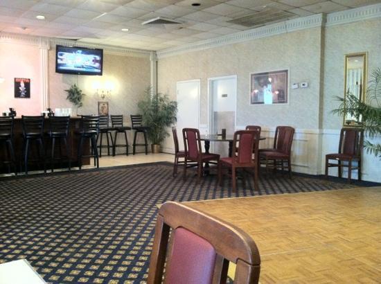 Clarion Inn : Yak A Doo's Bar/Breakfast Room/ Restaurant