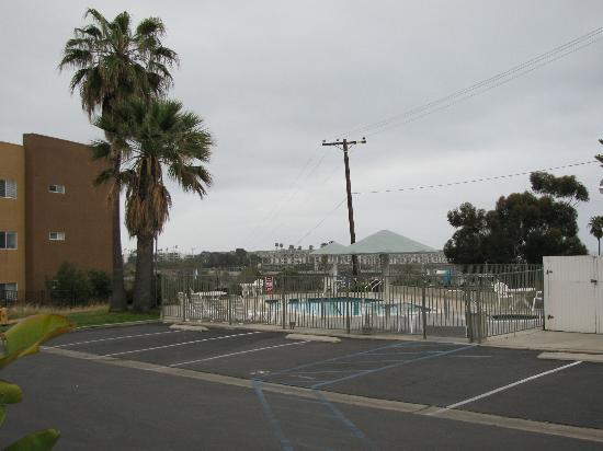 Days Inn Oceanside: west side of motel near the pool