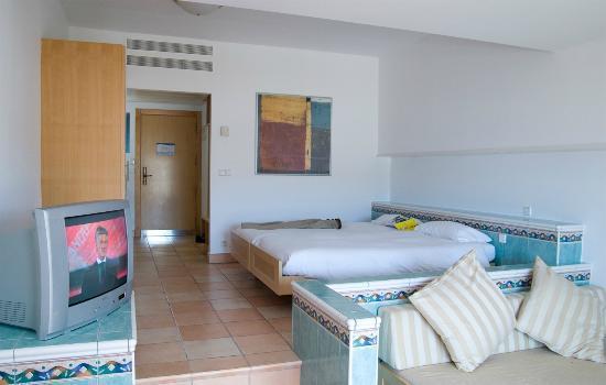 Playitas Aparthotel: Room.