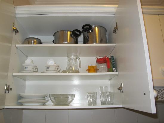 Apartamentos Be Smart Florida: Посуда