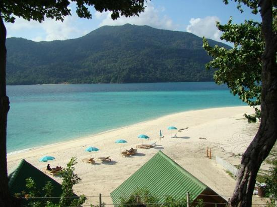 Mountain Resort Koh Lipe: beautiful beach