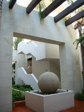 Taheima Wellness Resort & Spa: Courtyard in the condo building