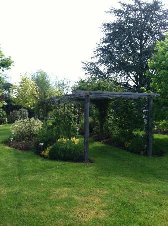 Appletons Farmhouse: beautiful garden and grounds