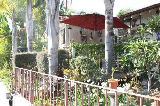 Always Inn San Clemente B&B: we had our breakfast outside every morning