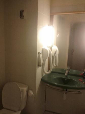 Ibis Abidjan Plateau: Bath room