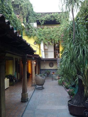 Your Host Inn Cuernavaca: The patio is a great place to relax...