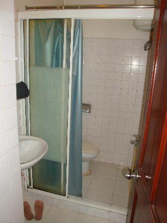 Phoenix 74 Hotel: en suite bathroom