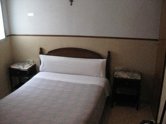 Hostal Lopez: Bed