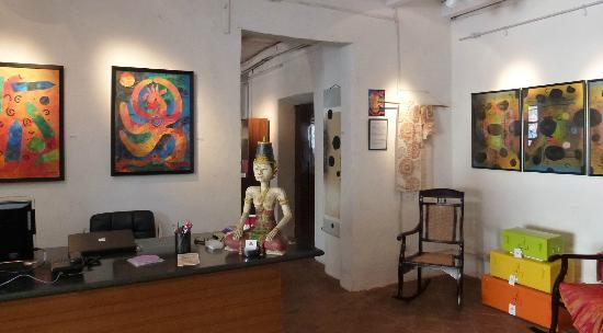 Private Collection Boutique: Art work, decoration