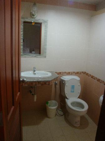 P.Chaweng Guest House : double room bathroom