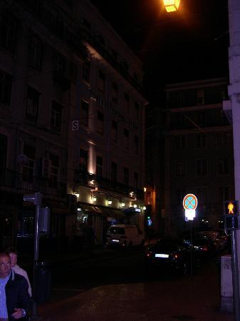 Hotel Lisboa Tejo: b