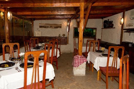 Restaurant - Paladar - La Moraleja: Sala climatizada con acuario