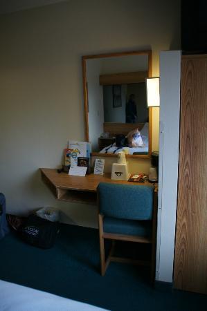 Days Inn & Suites Camp Verde Arizona: Schreibtisch