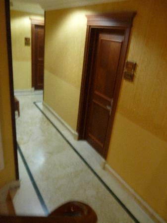 เบสท์ เวสเทิร์น เอ็มไพร์ พาเลซ: couloir hôtel