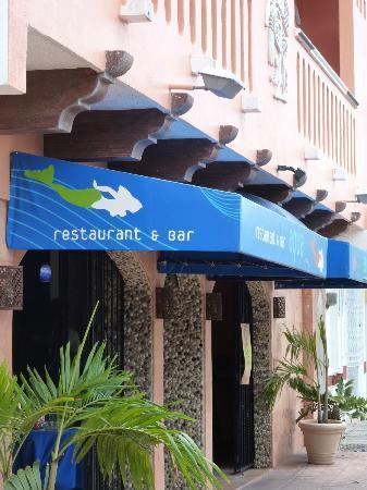 Flamingo Hotel: lobby entrance from the street