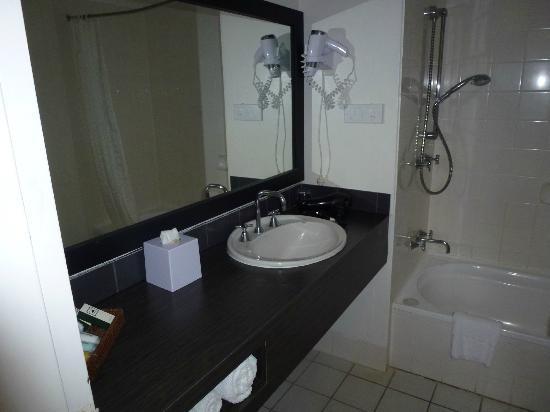 Castaways Resort & Spa Mission Beach: Bathroom