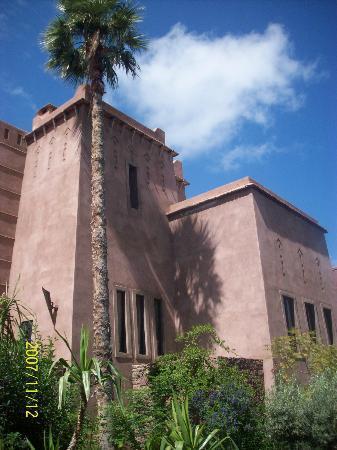 Kasbah Agounsane : hotel from outside