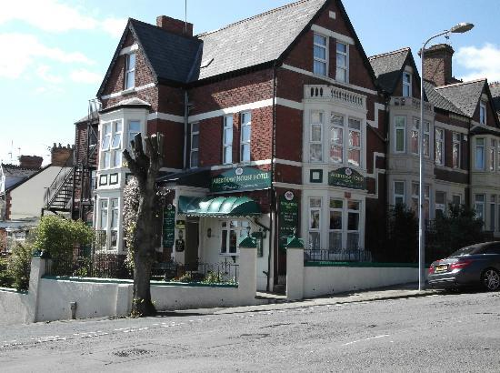 Aberthaw House Hotel: Outside of the Hotel