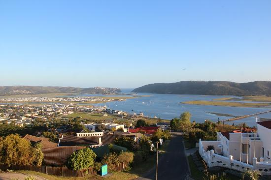 Blue Oyster B&B: View over the estuary towards the Knysna Heads