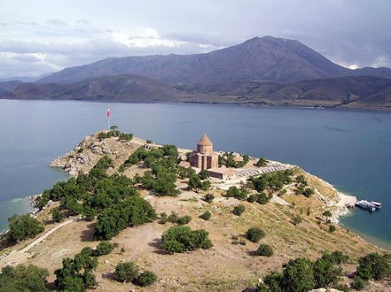 Lake Van: островом Ахтамар