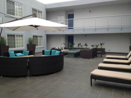The Kinney: Pool\resting area
