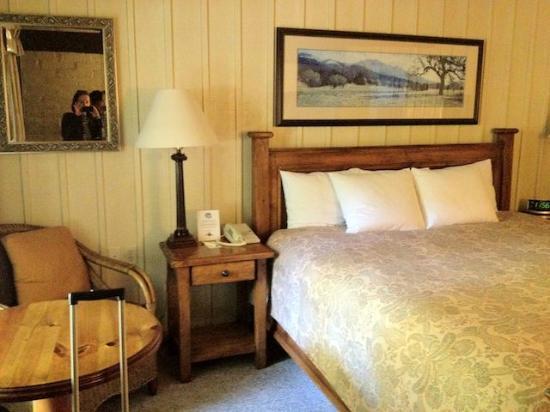 El Pueblo Inn: Bed