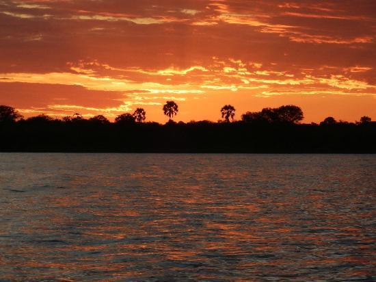 Sanctuary Sussi & Chuma: Incredible sunsets on the Zambezi