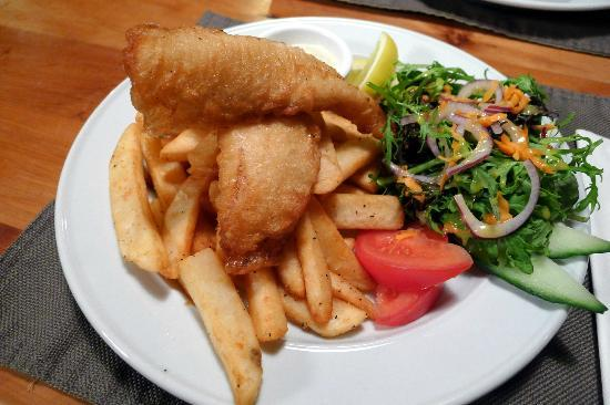 Turangi Bridge Motel: Fish and Chips (2)