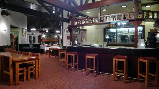 Turangi Bridge Motel: Bar area in the Restaurant.