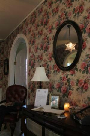 Stony Point Bed & Breakfast: Star in the entryway.