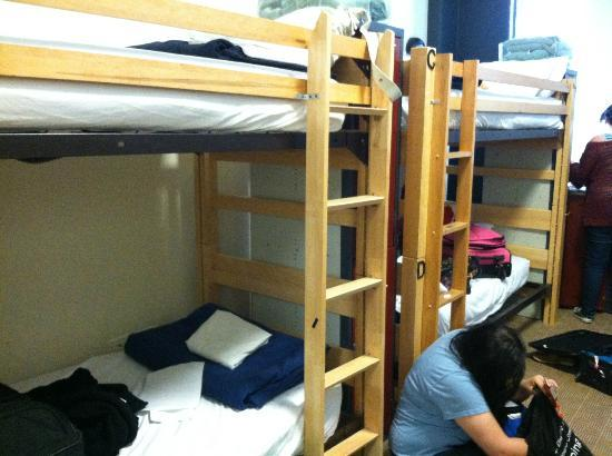 Hostelling International Chicago : 8 bed dorm room