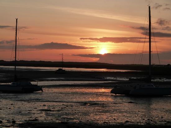 Holly House Hotel: Sunset at Ravenglass