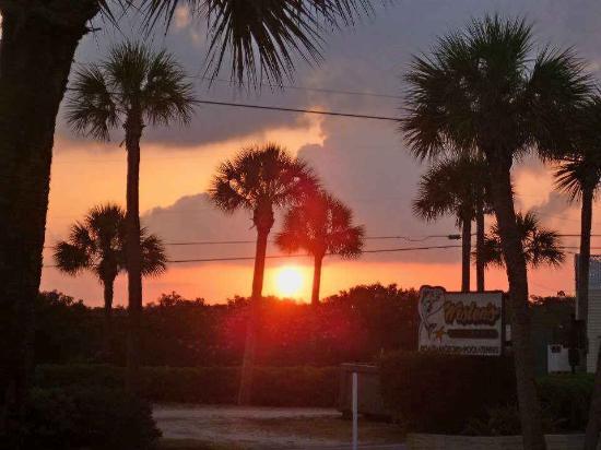 Weston's WannaB Inn: A beautiful sunset from outside our door facing Lemon Bay