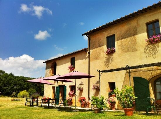 B&B La Canonica di San Michele: blue skies