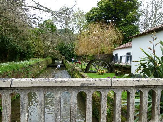 Belazorica Azores Tours: Water wheel along the way