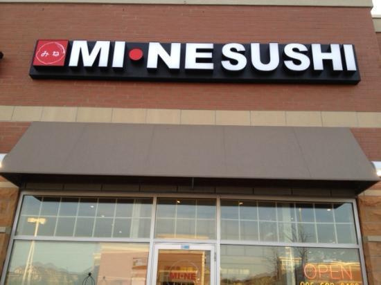 Mi-Ne Japanese Restaurant: front entry to Mine sushi in aurora